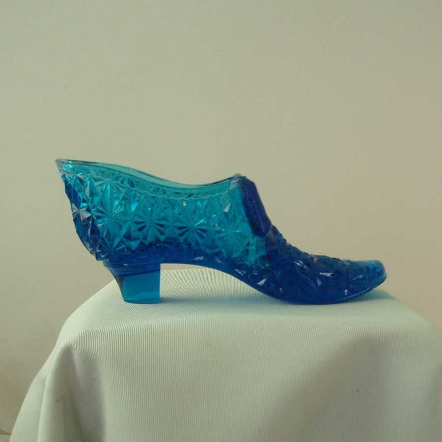 King Glass Medium Blue Daisy & Button Shoe