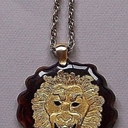1970s Gilt Leo the Lion Embedded in Tortoise Lucite Pendant Necklace