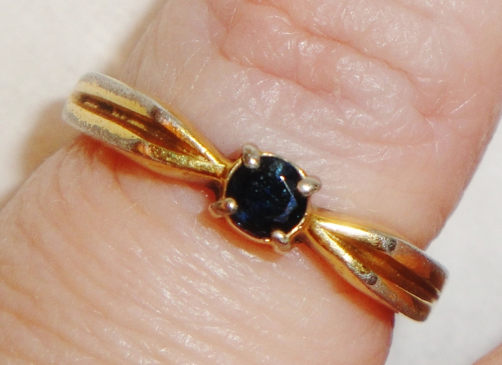 RARE Vintage Signed Avon Genuine Blue Sapphire 18KHGE Ring ~ Size 6