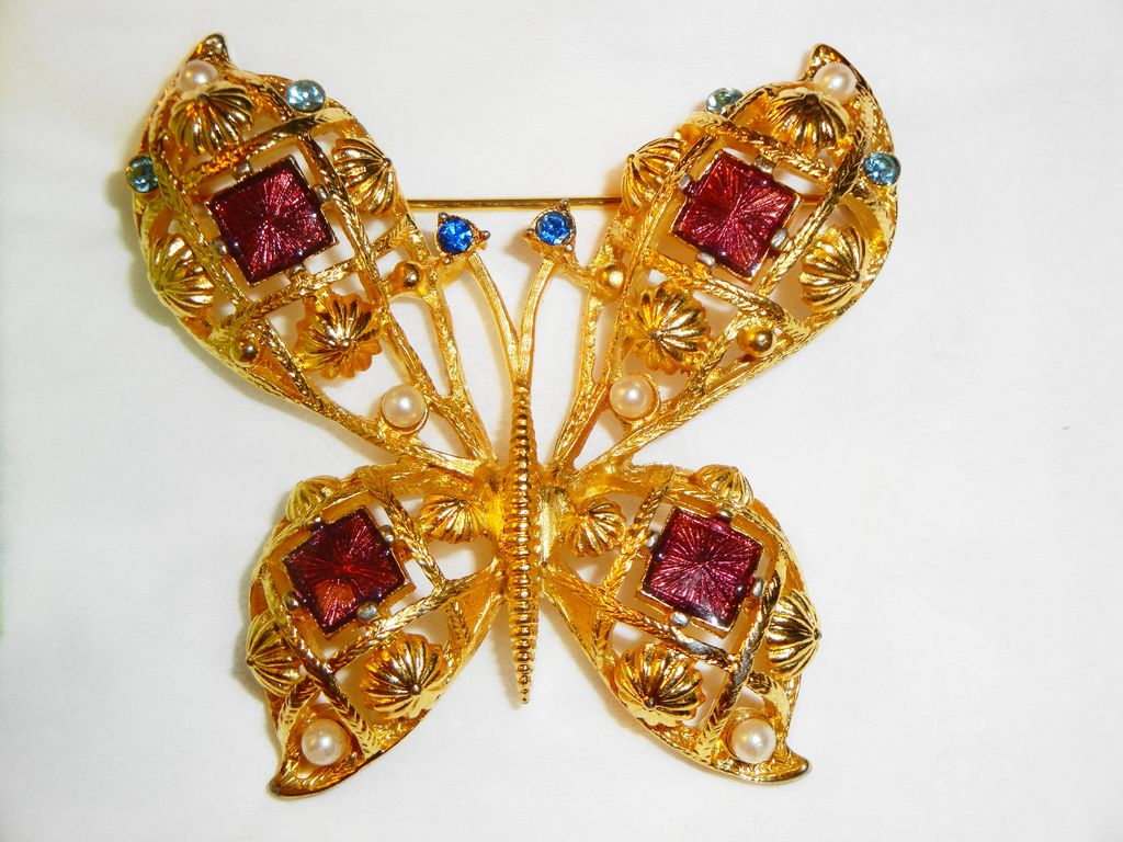 "Signed Avon 1994 ""Beautiful Butterfly"" ~ Gold-tone Filigree Open-Work with Bold Rhinestones & Faux Pearls"