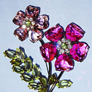 Retired Avon 2003 �Bold Spring Color Fashion Pin� ~ petals made of hearts