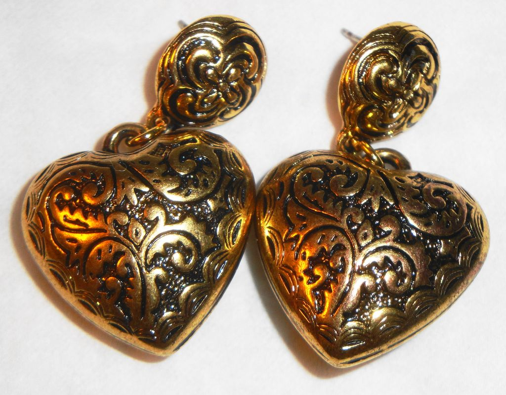 "Avon 1993 ""Etched Heart Earrings"" Pierced ~ intricate & detailed filigree"