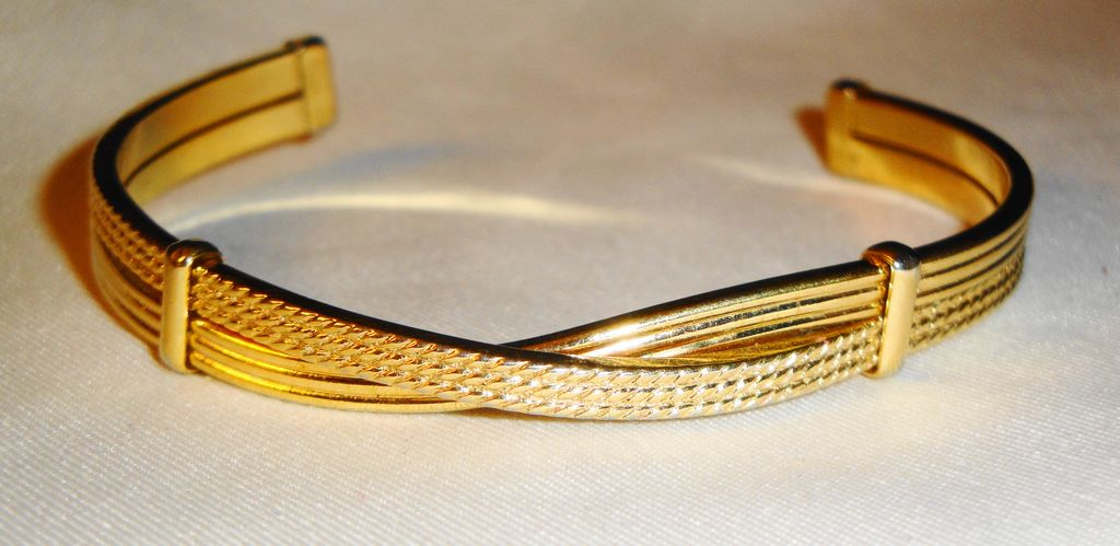 "Avon 1979 ""Fashion Crossroad Cuff Bracelet"""