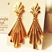 REDUCED Vintage Signed Avon 1990 �Fan Dangle� Pierced Earrings ~ gold-tone in fan design