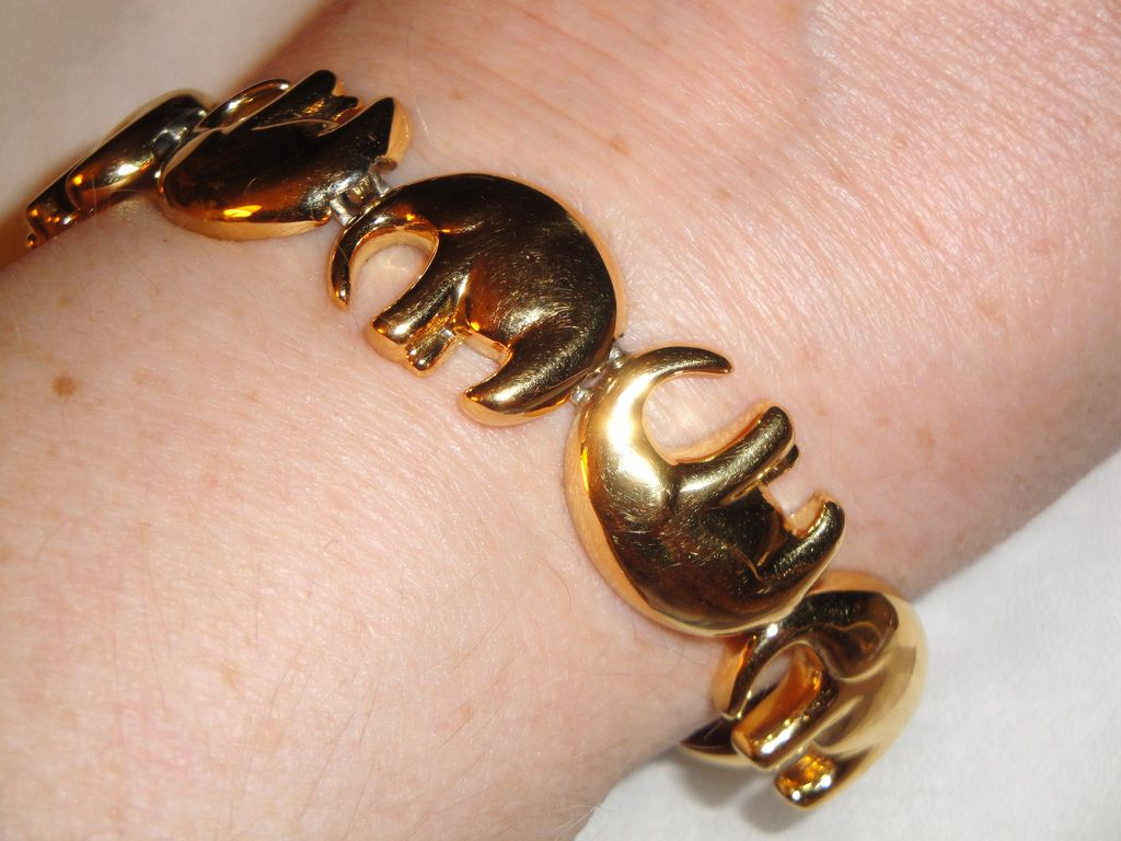 Vintage Signed Liz Claiborne Gold-tone 7 Elephant Motif Links Bracelet with Toggle Clasp