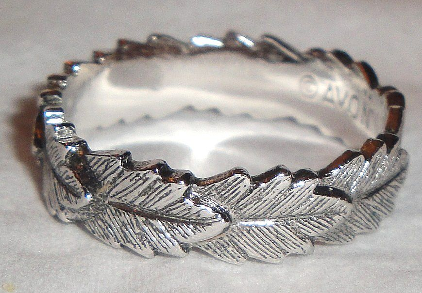 "Avon 1979 ""Laurel Leaf Ring"" ~ Size 6 ~ silver-tone band of leaves"