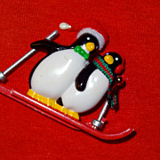 Vintage Avon's 1990 Hit the Slopes Pin ~ Penguin Couple Skiing