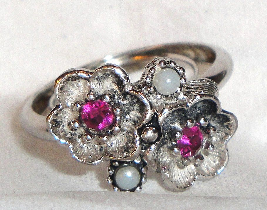 "Avon 1974 ""Rosegay"" Flowers Rhodium Plated Ring ~ Size 10 ~ rose stone centers ~ antique silver-tone ~ faux pearls"