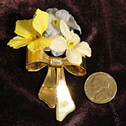 Vintage Signed Avon 1980 Special Bouquet Corsage ~ gold-tone bow with fabric flowers