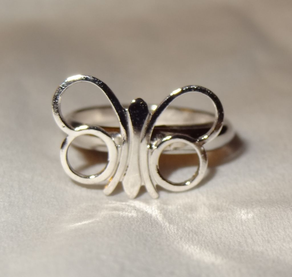 "Sarah Coventry's 1975 ""Papillion"" Butterfly Adjustable Ring Sizes 4-8 ~ shiny silver-tone"
