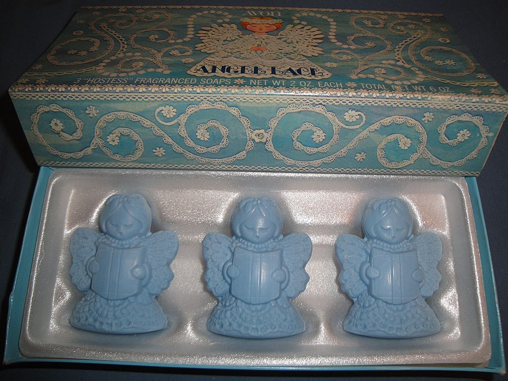 "Vintage Signed Avon 1975 ""Angel Lace Soaps"" ~ 3 blue soaps in shape of angels"