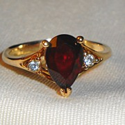 SALE Gold Plated Vintage Signed Avon 1980 �Scarlet Temptation Ring� ~ Size 6-7 ~ Simulated Gar