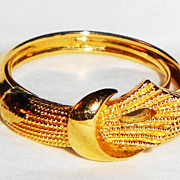 SALE Vintage Signed Avon �Textured Ribbon� Ring ~ Size 6 ~ gold-tone ribbon tied in knot ~ tex