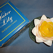SALE Avon 1972 Vintage Water Lily Fragrance Candle ~ green pad, white petals & yellowish/orang