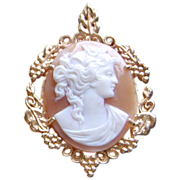 SALE Vintage 14K Gold Oval Shell Cameo Pendant