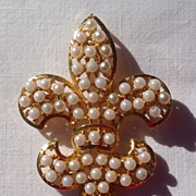 Large Vintage Estate  Gold Tone Metal Faux Pearl Fleur D Lis Brooch