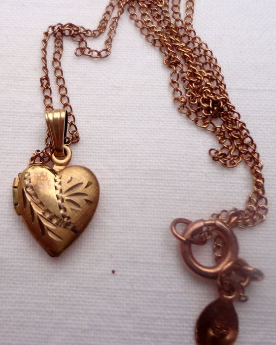 Dainty Vintage Gold Filled Heart Shape Locket & Chain