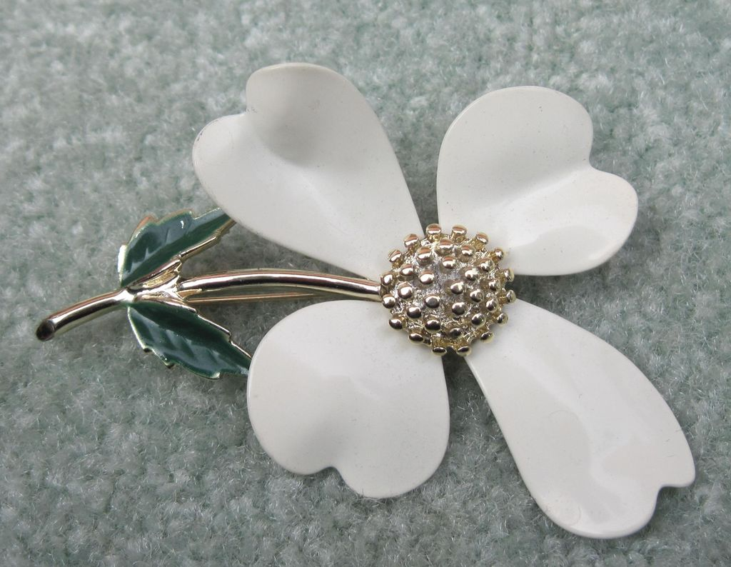 Sarah Coventry White &quot;Dogwood&quot;  Pin