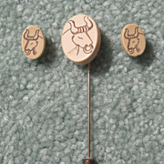 Scrimshaw &quot;Bull&quot; Stickpin & Earrings