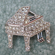 Ora Grand Piano Pin