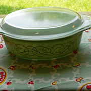 Pyrex:  Green Scroll 2.5 Casserole with Lid