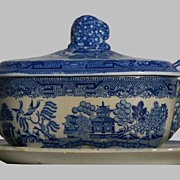 Blue Willow  SauceTureen with Ladle