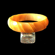 SALE Mango Carved Bakelite Bangle Bracelet