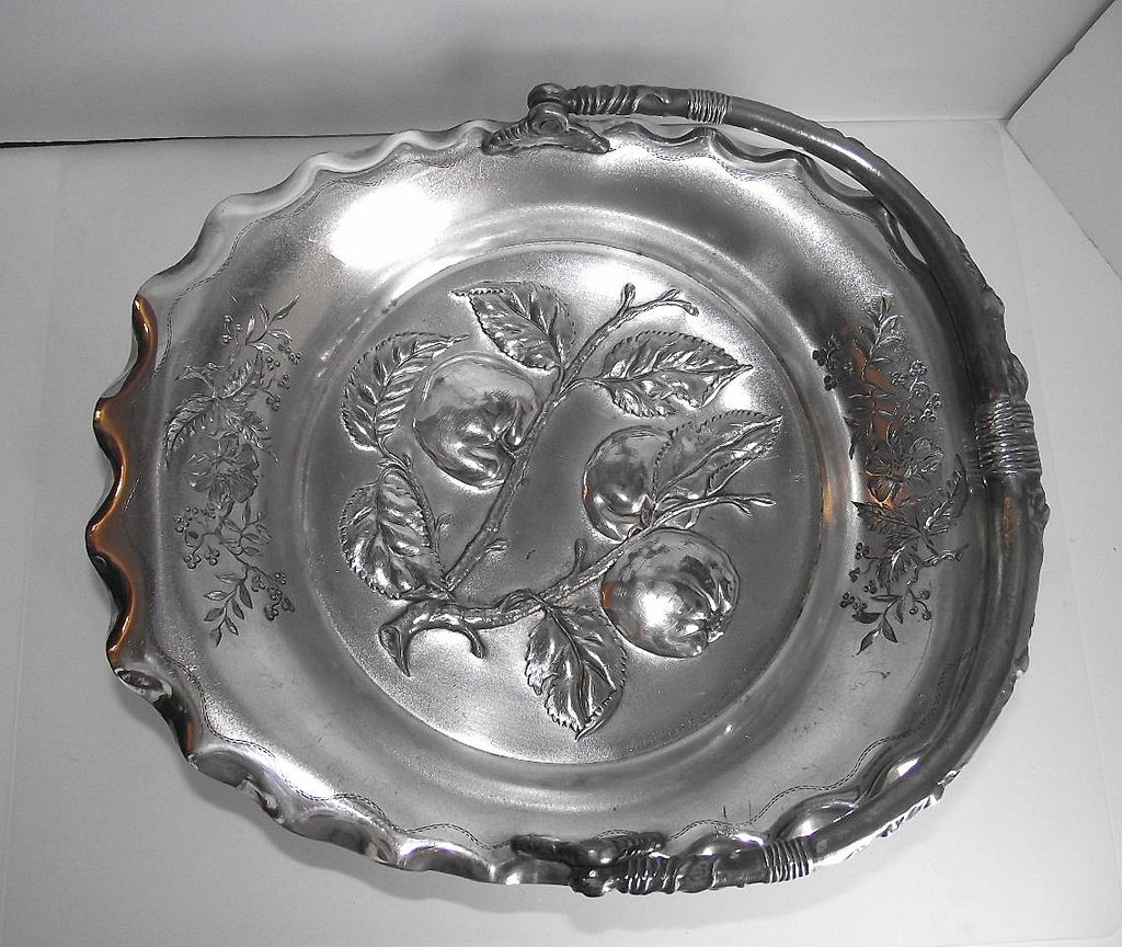 Pairpoint Silver Plate Fruit Bowl with Brite Cut Apples