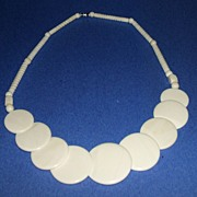 SALE Creamy-white, Early Lucite, 1940�s  Necklace.  Very clever design!  Mint Condition.  Barr