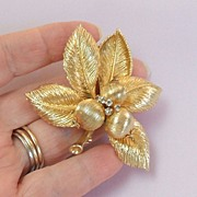 Vintage Coro Brooch.  Gold & Rhinestones.  Stunning! Mint condition.