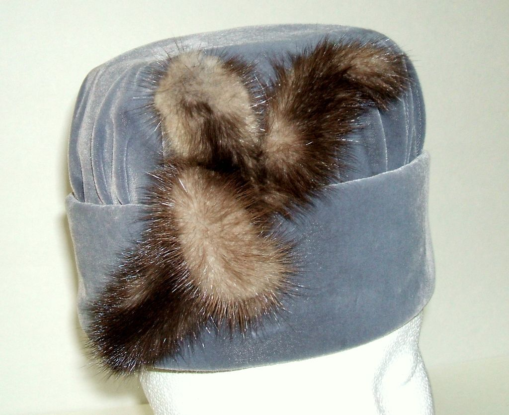 Cloche Hat.  Gray Velvet & Mink.  Charming!  Mint condition.