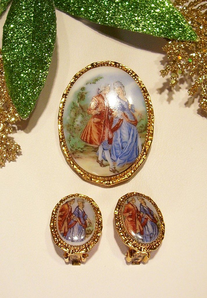 Lovely Glass Colonial Courting Scene Brooch - Pin Set