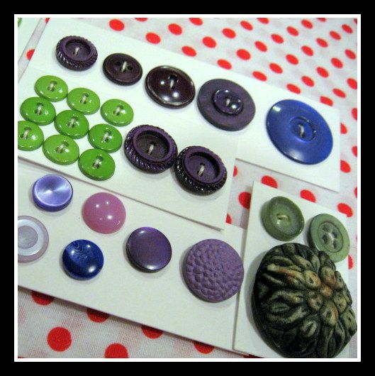 Collection of vintage Green / Purple buttons, sorted - 5 cards