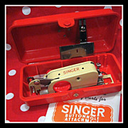 SINGER 221 222K Red Case Buttonholer machine attachment