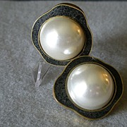 """Celia Sebiri"" Vintage Faux Round Pearl w/Onyx Inlaid Border Clip Earrings"