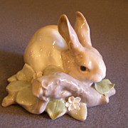 "Lladro Bunny ""Eating Rabbit"" Porcelain Sculpture #4772"