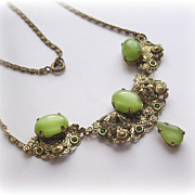 Stunning Vintage Green Silk Glass Pendant Necklace