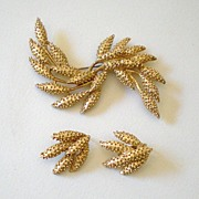 Signed Sarah Coventry Demi Parure Brooch & Earrings