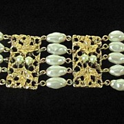 SALE Superb Signed Celebrity N.Y. Faux Pearl Bracelet