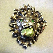Lion Head Pin with Green Eyes