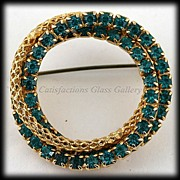 SALE Dazzling Emerald Green and Goldtone Rope Circular Rhinestone Pin/Brooch.