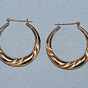 Vintage 14K Yellow Gold Pierced Earrings with Sculpted Design