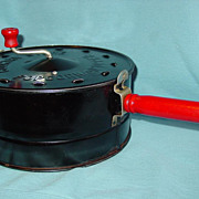 Country Store Popcorn Corn Popper Black Painted Steel Red Wood Handles