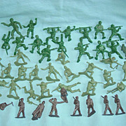 Army Toy Soldiers Military Parade WWII & Vietnam War Plastic OD & Brown Figures