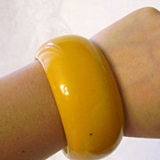 Extra Wide & Chunky Butterscotch Bakelite Bangle Bracelet