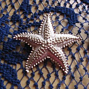 Gold Tone Starfish Pin