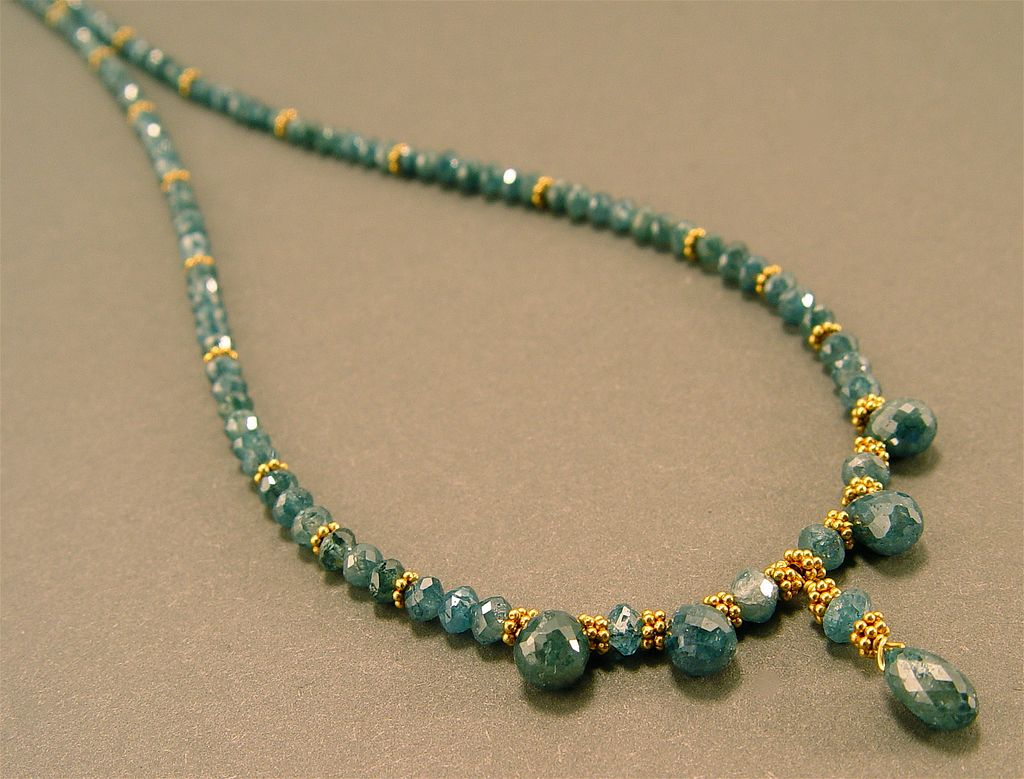 Lux in Profundo - Blue Diamond and 18 Karat Gold Necklace Set