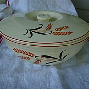 SALE Universal Red Black Wheat 2 Quart Round Covered Casserole