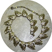 Vintage LISNER Leaf Necklace in Gold Tone