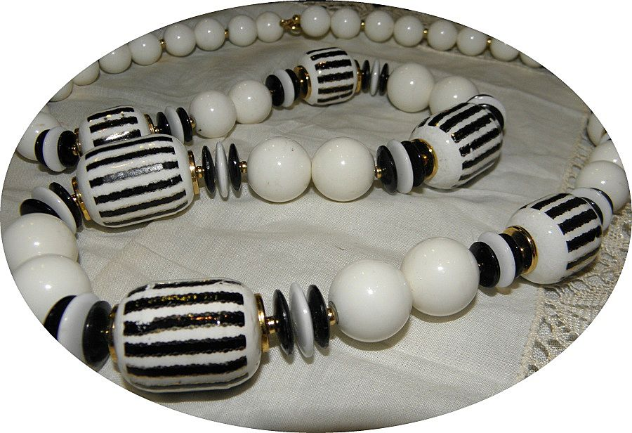 Vintage 1980s Big & Bold Black & White Ceramic Beads & Lucite Necklace